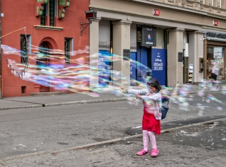 Rick Wise, Bubbles in the Square, Basel